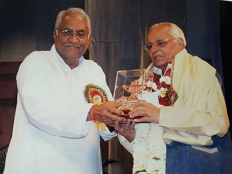 Chinu_Modi_on_Sahitya_Academy_Award_ceremony