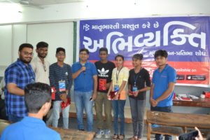 Volunteers at HK Commerce Collage Abhivyakti